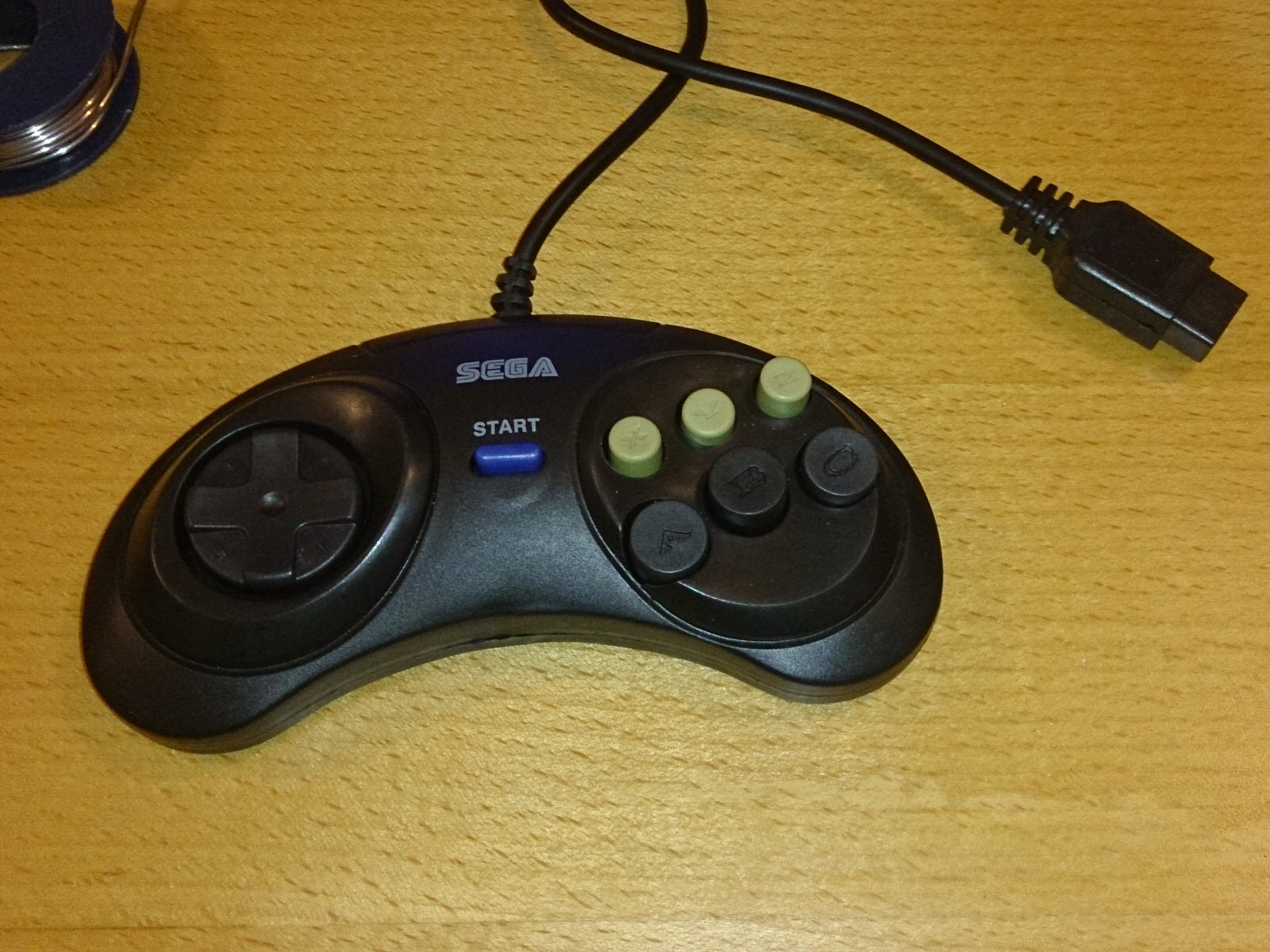 02 controller cheapo sega gamepad mod 16bit dust sega genesis controller wiring diagram at bayanpartner.co